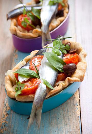 טארטלטים של סרדינים, בצל ועגבניות צלויות (צילום: שירן כרמל, סגנון: מיכל קאופמן)