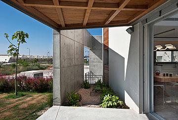זוויות לפי כיווני השמש, בתכנון ''מלכא אדריכלים'' (צילום: עודד סמדר)
