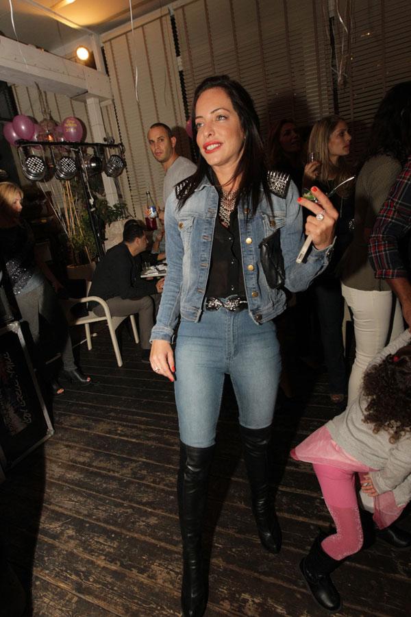 מיכל אמדורסקי. חליפת ג'ינס? באמת? שוק! (צילום: רפי דלויה)