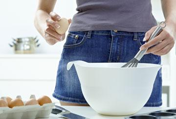 טבעוניים? החליפו את הביצים בטחינה או בטופו טחון (צילום: thinkstock)
