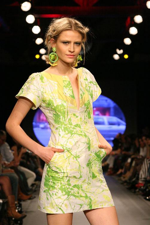 תצוגת האופנה של עידו רקנטי. הקולקציה נבנתה בעשרה ימים (צילום: ענבל מרמרי)