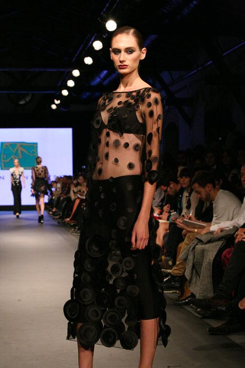 תצוגת האופנה של ירון מינקובסקי. יד טכנית חזקה וטעם מפוקפק (צילום: ענבל מרמרי)