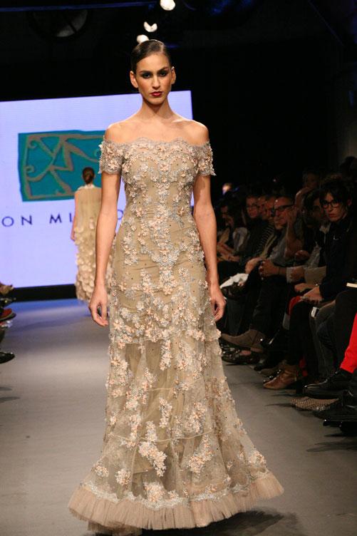תצוגת האופנה של ירון מינקובסקי. מבחר רב ומגוון של שמלות ערב (צילום: ענבל מרמרי)