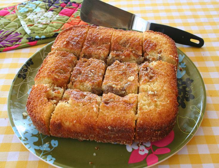 עוגת סולת עם טחינה (צילום: אסנת לסטר)