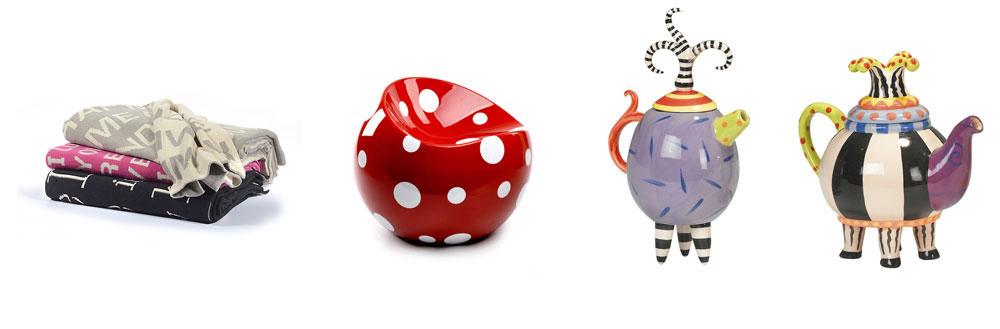 פריטים עליזים וצבעוניים. מימין קומקום מקרמיקה (''ביתילי''), פוף קשיח בצורת כדור מעוך (''אליתה ליוינג'') וכרבוליות עם כיתובים (''IDdesign'')
