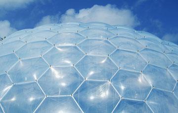פרויקט עדן. איך מוצאים חומר שקוף, חזק וקל בו זמנית? (צילום: shutterstock)