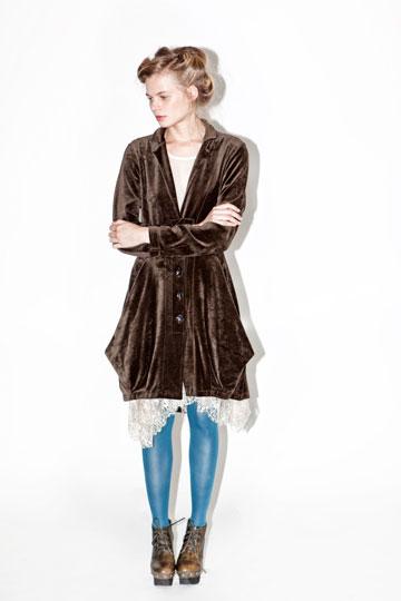 אלמביקה. מחליפים את המעיל הכבד בז'קט קטיפה חגיגי (צילום: ינאי יחיאל)