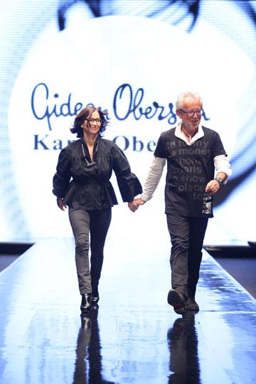 גדעון וקארן אוברזון בסיום תצוגת האופנה שלהם בשבוע האופנה שנערך בתל אביב בשנה שעברה (צילום: אבי ולדמן)
