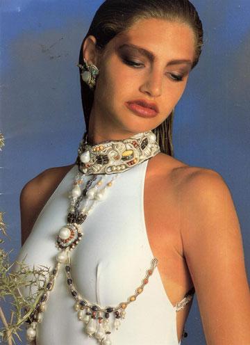 קטלוג 1992 של גדעון אוברזון. ''אנחנו לא מוכרים שמלה ב-400 שקל שצריך לשכפל אותה במאות עותקים. הסוד הוא להביא ללקוח מוצר טוב'' (באדיבות בוטיק אוברזון)