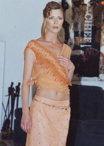 מלאני פרס בתצוגת אביב-קיץ 2002 של אוברזון (באדיבות בוטיק אוברזון)