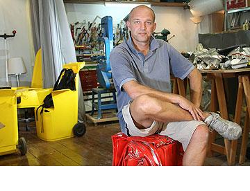 עמי דרך בסטודיו המשותף ביפו (צילום: בועז אופנהיים, כלכליסט)