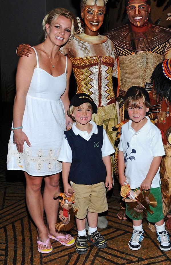 תמונה משפחתית. עם שני ילדיה (צילום: gettyimages)