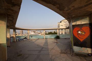 כאן תהיה בריכה שמשקיפה על העיר ועל הים (צילום: דור נבו)