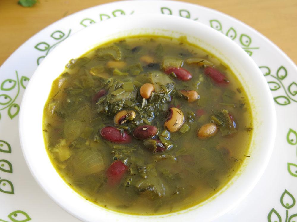 מרק שעועית ועשבי תיבול פרסי. הגרסה הטבעונית (צילום: גלי לופו-אלטרץ)
