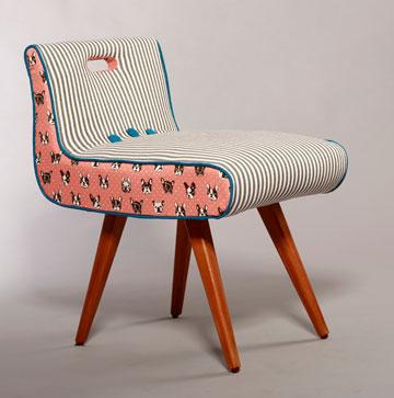כיסא מרופד מחדש בשילוב בדים נועז ומקורי וקדר  (צילום: סיפור כיסוי )
