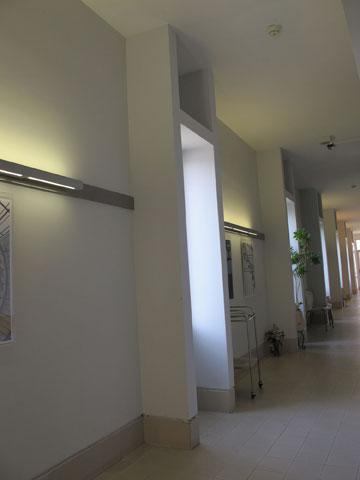 האור הטבעי, שהוא כלי התכנון המרכזי של כרמי-מלמד, זקוק בלילה לעזרה מלאכותית (צילום: מיכאל יעקובסון)