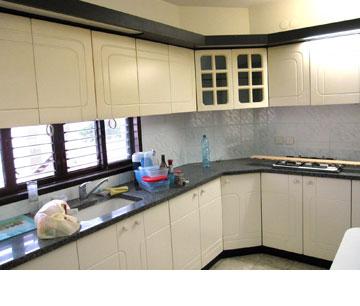 המטבח ''לפני''. הארונות והשיש לא פורקו