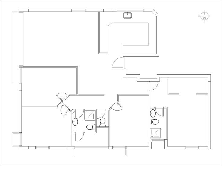 תוכנית הדירה, ''לפני''. 5 חדרים לא גדולים ופינות קטומות בזווית של 45 מעלות, בסגנון אופייני לשנות ה-70 וה-80 (תכנית: אדריכל מני רוזנברג)