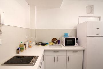 כל השטחים מנוצלים: הממ''ק הפך לדירה לזוג (צילום: דור נבו)