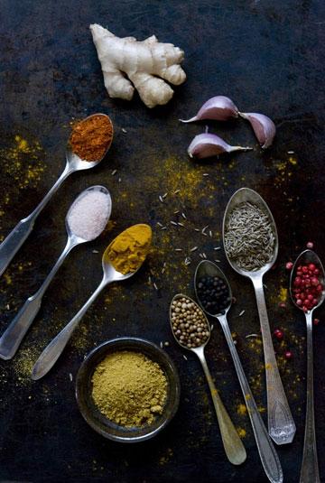 שילוב נהדר. התבלינים שמשתתפים במרק העדשים (צילום: Linda Schneider)