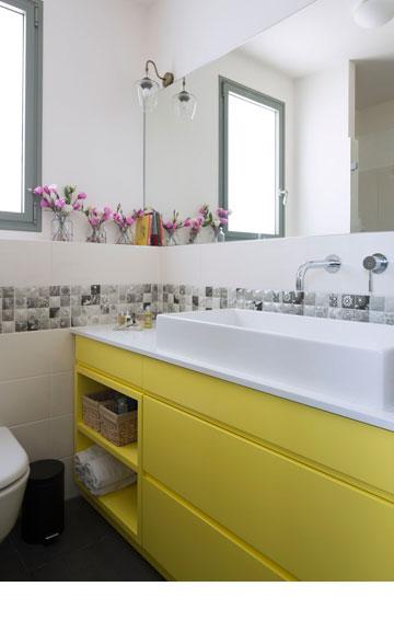 חדר הרחצה של ההורים (צילום: שי אפשטיין)