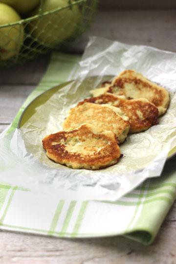 ייחטפו. לביבות תפוחי עץ (צילום: ענת לבל)