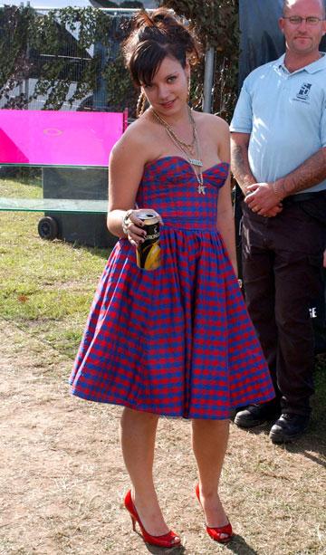 אייליינר נוצץ ושמלות נשף. לילי אלן, 2006 (צילום: gettyimages)