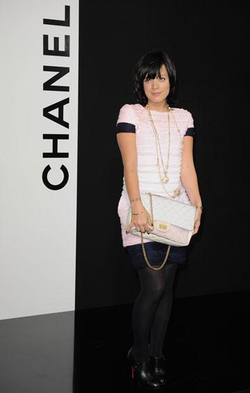 הכול באשמת לגרפלד. לילי אלן בתצוגה של שאנל, 2009 (צילום: gettyimages)