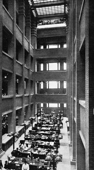 האדריכל פרנק לויד רייט תיכנן את בניין המשרדים Larkin, ובו חלל פתוח, כבר ב-1904. יותר ממאה שנה של אופן ספייס
