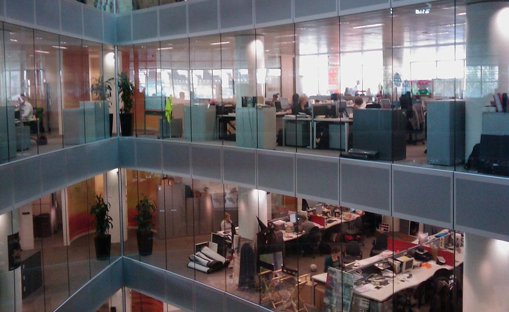 אופן-ספייס מוזיל עלויות בנייה ועיצוב, מאפשר גמישות וגם שליטה למנהלים. מתברר שהעובדים לא הופכים למאושרים יותר, בהכרח (צילום: cc,Sébastien Bertrand)