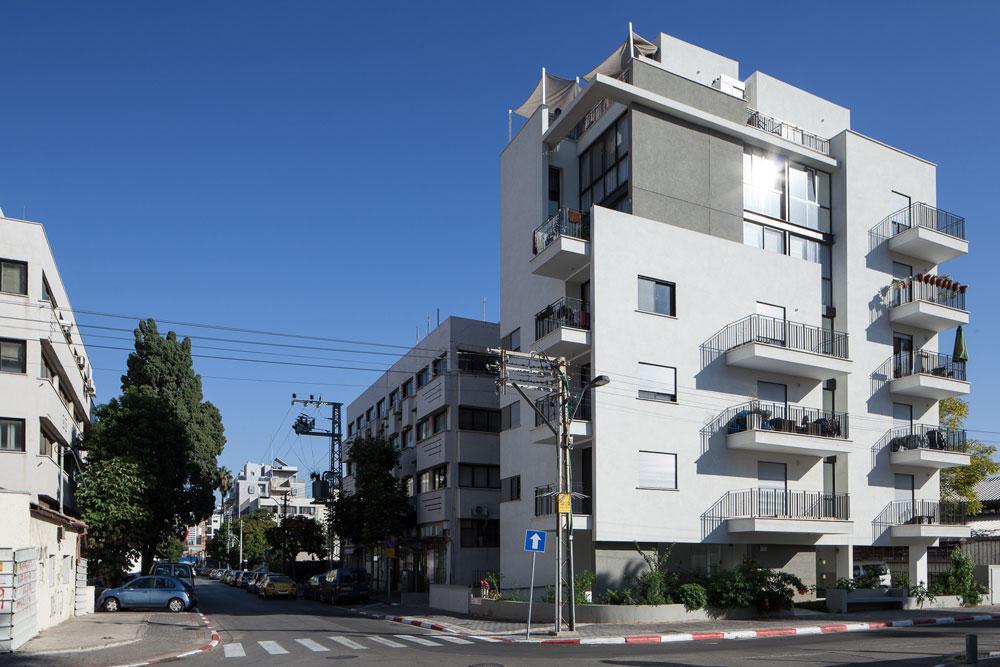 הבניין החדש בפינת הרחובות גרשון ובית שמאי, בתכנון משרד האדריכליות גרוסברד-וינציגסטר. 9 דירות קטנות יחסית, מרביתן להשכרה (צילום: טל ניסים)
