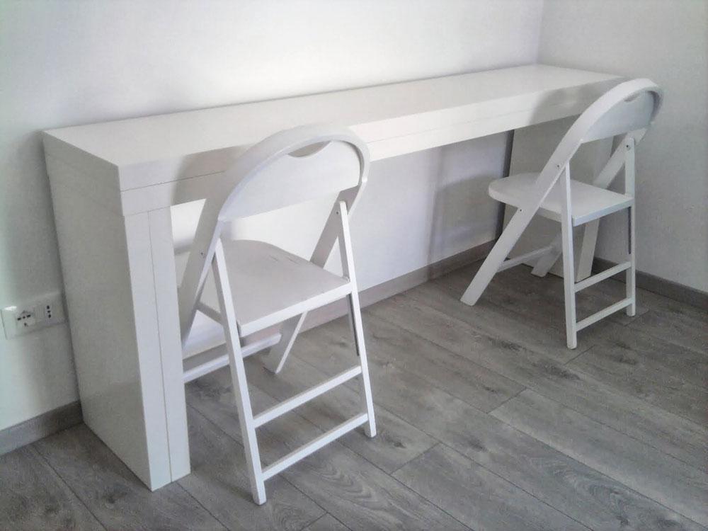 שולחן מתקפל לעשרה אנשים משני שולחנות Malm console של Chiara (מתוך ikeahackers.net)