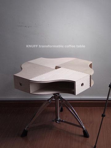 שולחן קפה שעשוי משילוב תיקיית KNUFF, כיסא,שרפרף ומגש של  imchaser (מתוך ikeahackers.net)