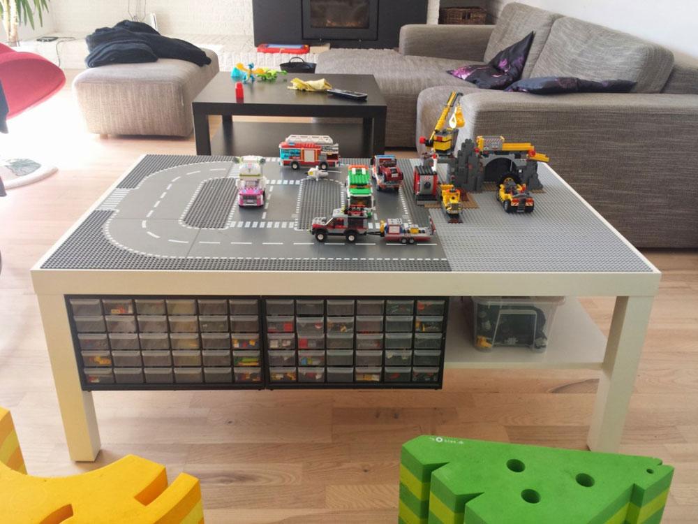 שולחן לגו לילדים משדרוג של שולחן Lack -של  Søren (מתוך ikeahackers.net)