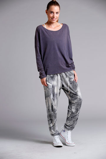 S.Wear. לפאשניסטות שמרגישות בנוח לצאת מהבית ולהיכנס למיטה עם אותם בגדים (צילום: גיא כושי ויריב פיין)
