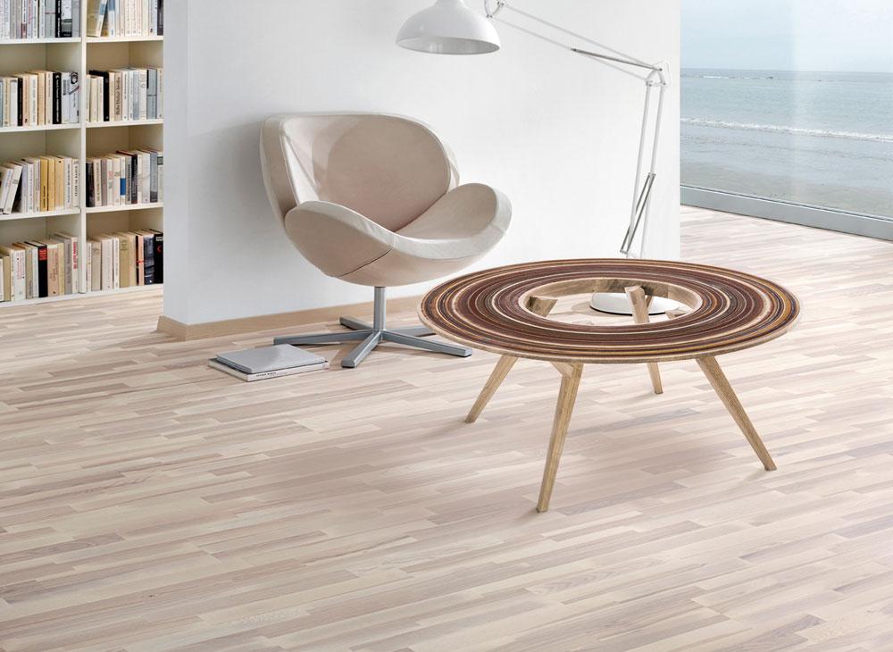 במקום השלישי אבי פדידה, בוגר טרי של בצלאל, שעיצב סדרת רהיטי עץ ששטח הפנים שלהם עשוי מניירות השיוף, שעליהם הותיר העץ עקבות טבעתיים (באדיבות ''יריד צבע טרי 7'')