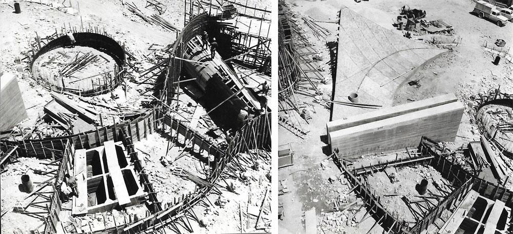 """האנדרטה בבנייה. """"תוך כדי עבודה התחילו לצמוח הצורות הנוספות, כמו הבונקר והצורה שעוטפת את בסיס המגדל"""", נזכר קרוון (צילום: מיכה פרי, באדיבות ארכיון דני קרוון)"""