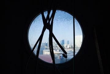 מבט על ת''א מחלון האנייה (צילום: טל ניסים)