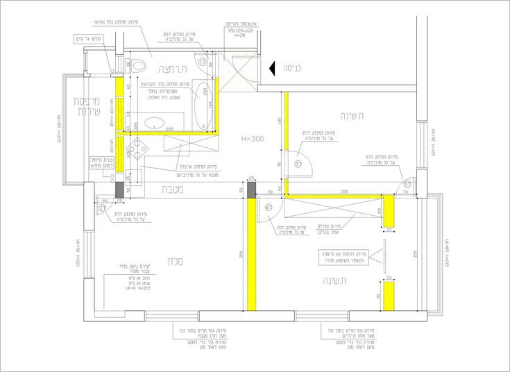 תוכנית הדירה, ''לפני''. הקירות שמסומנים בצהוב נהרסו בשיפוץ. בין היתר, שתי מרפסות סגורות בוטלו וחדר הרחצה הוקטן (תכנית: דלית לילינטל)