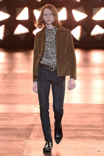מראה עדין וענוג. ג'ק קילמר בתצוגת האופנה של סאן לורן פריז (צילום: gettyimages)