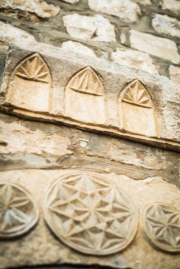 שחזור של מבנה חאן בן 200 שנה. ''אבני החושן'' בצפת (צילום: אורי פולק)