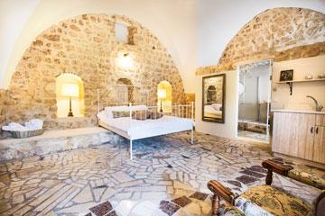 בהשראת צבעי האבנים. מלון ''אבני החושן'' בעיר העתיקה בצפת (צילום: אורי פולק)