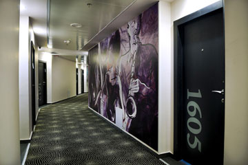 שתי קומות בתוך בניין משרדים ותיק. ''ארקדיה טאואר'' (צילום: רוני בלחסן)