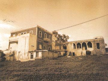 המבנה בתמונה משנות ה-30 של המאה הקודמת. מלון דירות שננטש (באדיבות ארכיון טבריה)