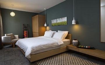 בחדרים אריחים מעוטרים ועץ, בחללים הציבוריים חומרים מודרניים. ''סי לייף ספא הוטל'' (צילום: אביב קורט)