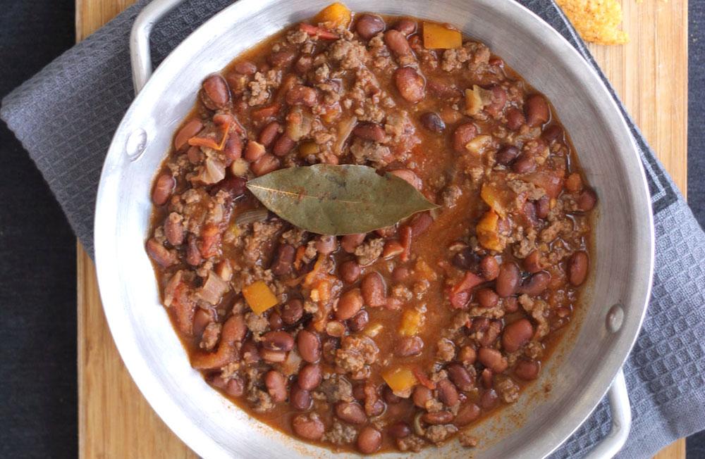 לגלגל בטורטייה או להגיש עם אורז. צ'ילי קון קרנה (צילום: ענת לבל)