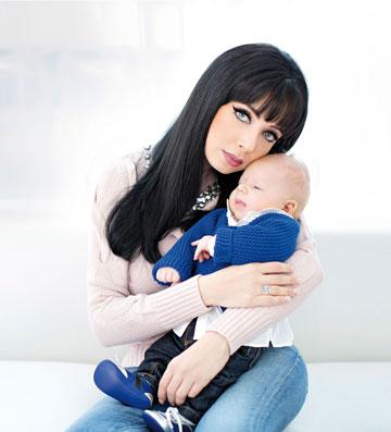 """""""תהיה לנו מזכרת יפה"""", ניקול עם התינוק ריצ'ארד ישראל (צילום: אלכס ליפקין)"""