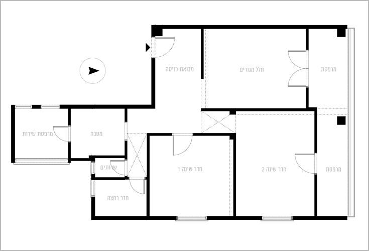 תוכנית הדירה, ''לפני'': מבואת כניסה שממנה דלתות לחדרים השונים, כפי שהיה מקובל פעם (תכנית: הילה גל)