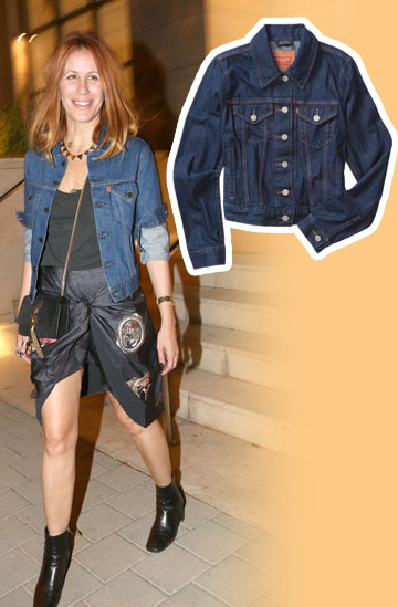דורית בר–אור מדגימה איך זורקים ז'קט ג'ינס של ליוויס (499 שקל) על לוק ערב קליל ונראים סופר–מגניבים (צילום: ענת מוסברג, פמלה ג'קסון )