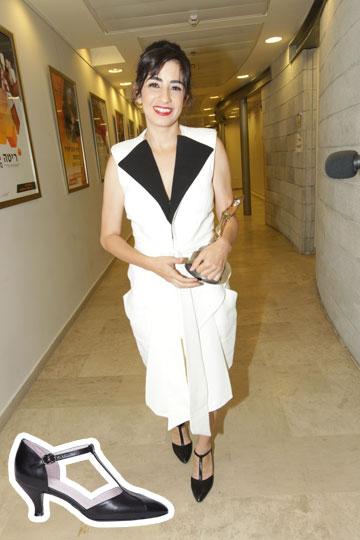 זוכת פרס שחקנית השנה בטקס פרסי אופיר דאנה איבגי משחקת אותה גם בבחירת נעלי הסירה השיקיות של קאפל אוף (496 שקל) (צילום: רפי דלויה, תום מרשק)